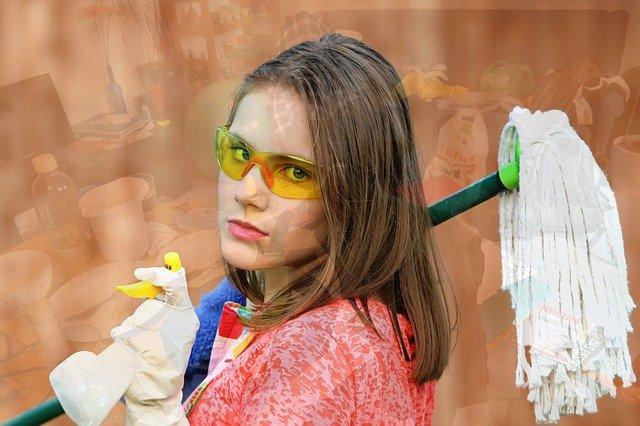 žena s mopem.jpg